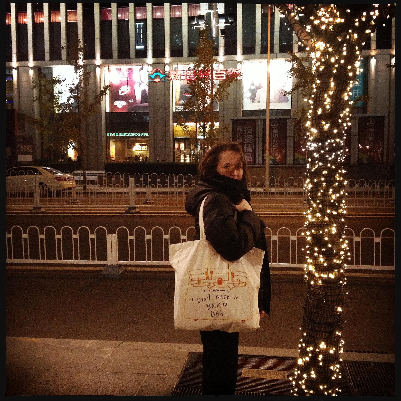 W-Angels shopping bag a Pechino
