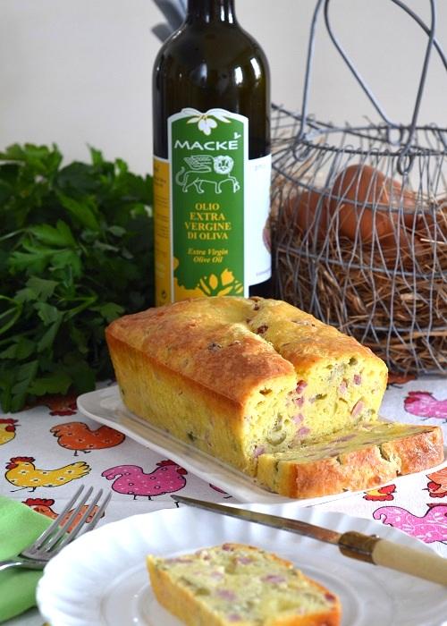 Cake con prosciutto cotto e olive verdi all'olio extra vergine - Una casa in campagna - ©2015 Alessandra Colaci
