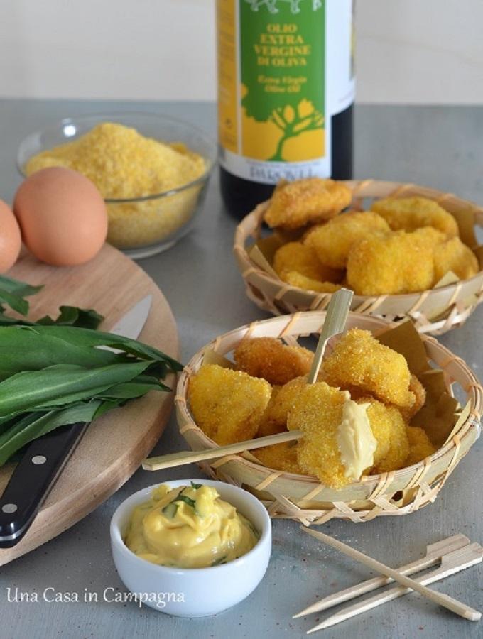 Bocconcini fritti di pollo in crosta di mais e maionese all'aglio orsino