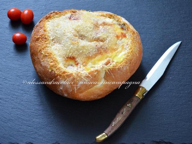 B640x480-pagnotta-ripiena-di-ricotta-pomodorini-e-prosciutto-cotto-foto3