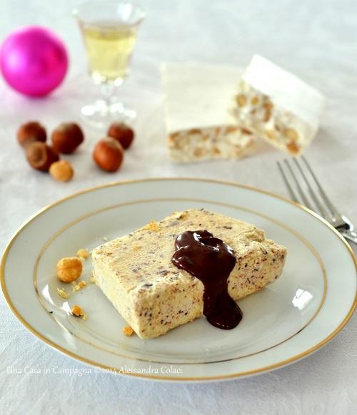 Semifreddo al Torrone con Salsa calda al Cioccolato