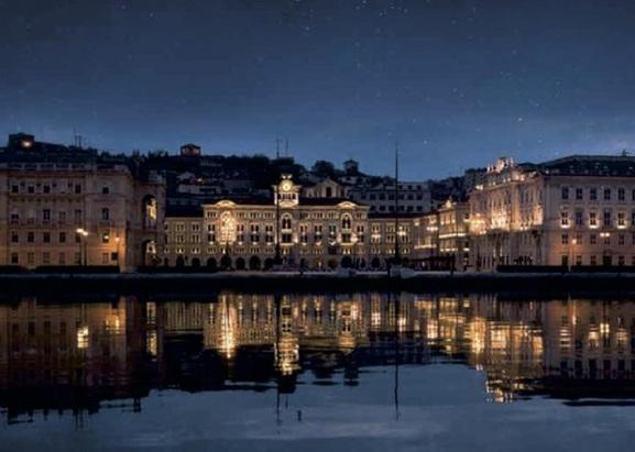 Cena sotto le stelle in Piazza Unità a Trieste
